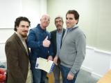 Profesores Juan Aguado Delgado y Francisco Javier Estrada Martínez entregando diploma a asistente (6)