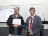 Entrega del tercer lugar por parte del Dr. Luis Bengochea al Dr. Edgar Villegas