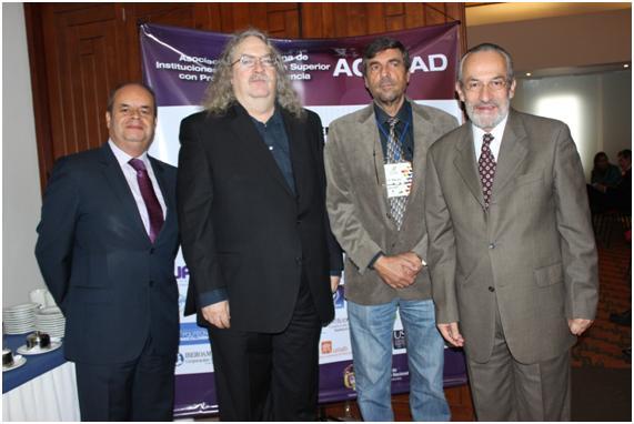 Dr. Mauricio Alvarado, rector de la CUN y presidente de ACESAD, Dr. Stephen Downes, conferenciante,Dr. Luis Bengochea, conferenciante y Dr. Néstor Arboleda, director ejecutivo de ACESAD